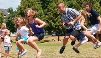Kinderen en hun ouders in beweging krijgen en houden