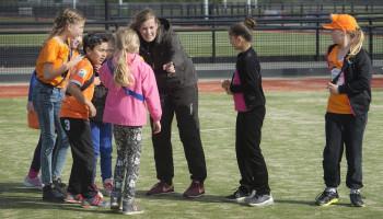 Het branchecertificaat bewijst dat Annejet als buurtsportcoach veel in huis heeft