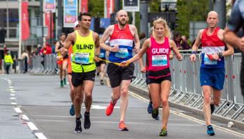 De kracht van aangepast sporten: mensen met een visuele beperking
