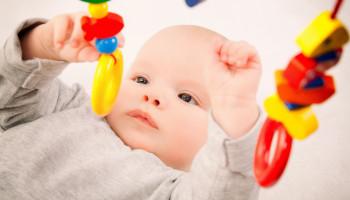 Het belang van 'zelf spelen' volgens Dr. Emmi Pikler