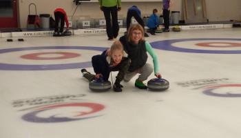 Curling voor kinderen: de enthousiaste Shauna en Louisa over hun bijzondere sport