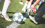Feit of Fabel: blessures bij voetbal op kunstgras of natuurgras