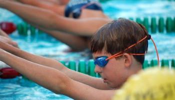 Schoolzwemmen steeds minder vaak op het lesrooster