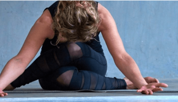 5 vragen aan yogadocente Helene Bruins over zwangerschapsyoga