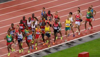 Hardlopen met een constante snelheid leidt tot beste looptijd op de mijl
