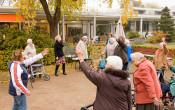 Actief en fit Ouderen in Beweging  op een Olga Commandeur Plein