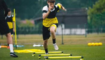 Één sprinttraining per week verbetert prestaties van voetballers niet
