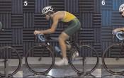 Aerodynamische houdingen voor triatlon met en zonder kort ligstuur