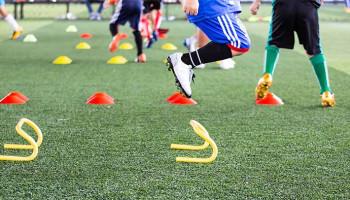 Jonge voetballers kunnen prestatie verbeteren met plyometrische oefeningen