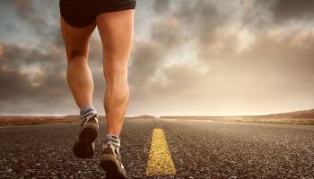 Af en toe achteruit hardlopen om beter te presteren