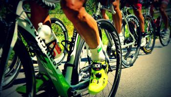 Hop, op de pedalen! En zonder kleerscheuren weer terug