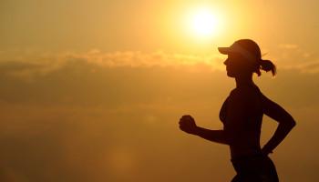 Dieptesprongen tijdens warming-up kunnen loopefficiëntie verbeteren