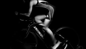Geforceerd achteruit trappen op de fiets: goed voor je prestatie of juist niet?