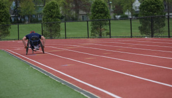 Welke motieven en belemmeringen ervaren mensen met een lichamelijke beperking om te sporten?