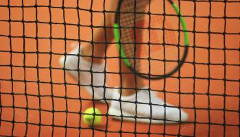 Minder overbelasting bij tennissters die hun eigen acties goed in de gaten houden