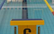 Van tevoren squatten met elastiek leidt tot snellere zwemstart