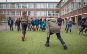 Kinderen moeten meer in beweging op en na school