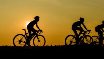 Inspanning in de hitte: sporters houden het 's avonds langer vol