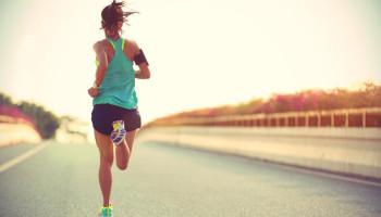 Nederlanders sporten en bewegen steeds vaker alleen