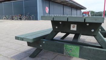 V.O.C. Rotterdam maakt wegwerpgebaar tegen plastic