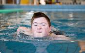 Grenzeloos zwemmen.  Aangepast zwemaanbod voor zwemmers met een handicap